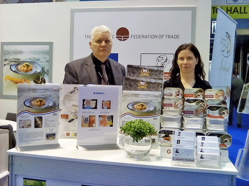 Vera-Kalashnikova-and-G.-Ingason-at-the-Icelandic-stand